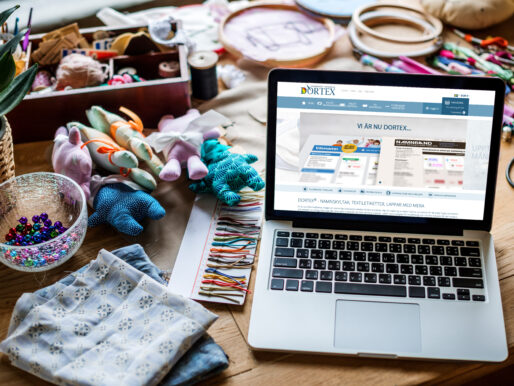 Designade etiketter online: Namnband är nu DORTEX